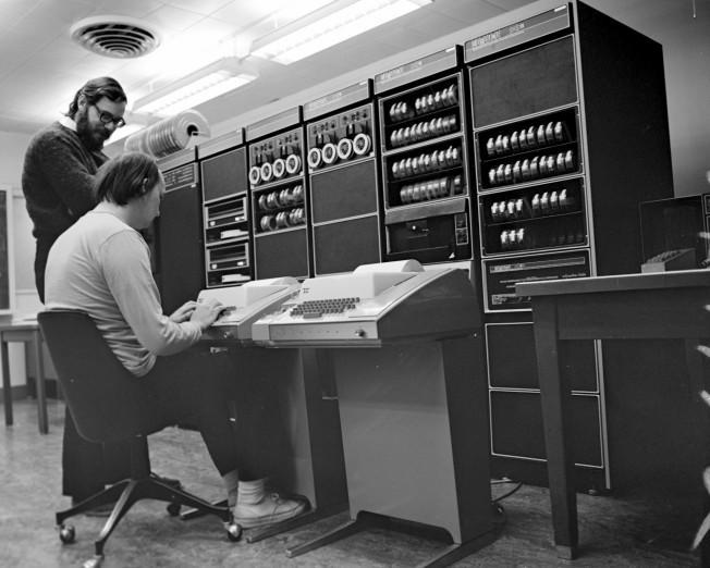 Advantages and Disadvantages of Second Generation Computer